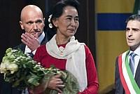 Foto Aung San Suu Kyi a Parma - 2013 Aung_San_Suu_Kyi_033