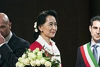 Foto Aung San Suu Kyi a Parma - 2013 Aung_San_Suu_Kyi_034