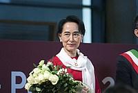 Foto Aung San Suu Kyi a Parma - 2013 Aung_San_Suu_Kyi_040