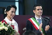 Foto Aung San Suu Kyi a Parma - 2013 Aung_San_Suu_Kyi_041
