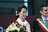 Foto Aung San Suu Kyi a Parma - 2013 Aung_San_Suu_Kyi_043