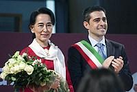Foto Aung San Suu Kyi a Parma - 2013 Aung_San_Suu_Kyi_046