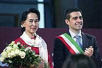 Foto Aung San Suu Kyi a Parma - 2013 Aung_San_Suu_Kyi_047