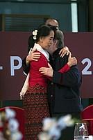 Foto Aung San Suu Kyi a Parma - 2013 Aung_San_Suu_Kyi_089