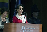 Foto Aung San Suu Kyi a Parma - 2013 Aung_San_Suu_Kyi_106