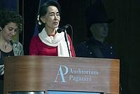 Foto Aung San Suu Kyi a Parma - 2013 Aung_San_Suu_Kyi_107