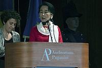 Foto Aung San Suu Kyi a Parma - 2013 Aung_San_Suu_Kyi_114