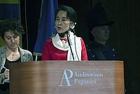 Foto Aung San Suu Kyi a Parma - 2013 Aung_San_Suu_Kyi_116