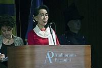 Foto Aung San Suu Kyi a Parma - 2013 Aung_San_Suu_Kyi_118