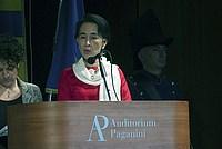 Foto Aung San Suu Kyi a Parma - 2013 Aung_San_Suu_Kyi_120