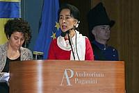 Foto Aung San Suu Kyi a Parma - 2013 Aung_San_Suu_Kyi_122
