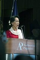 Foto Aung San Suu Kyi a Parma - 2013 Aung_San_Suu_Kyi_127