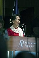 Foto Aung San Suu Kyi a Parma - 2013 Aung_San_Suu_Kyi_128