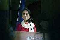 Foto Aung San Suu Kyi a Parma - 2013 Aung_San_Suu_Kyi_129