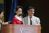 Foto Aung San Suu Kyi a Parma - 2013 Aung_San_Suu_Kyi_133