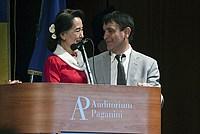 Foto Aung San Suu Kyi a Parma - 2013 Aung_San_Suu_Kyi_135